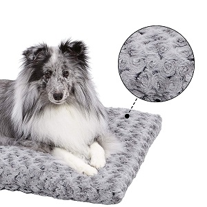 MidWest Homes for Pets Deluxe Super Plush Pet Beds